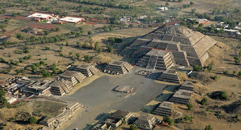 teotihuacan-lunar-landscape